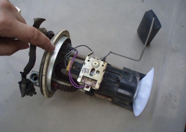 toplivnyy-nasos-v-vaz-2110-2112-samostoyatel-naya-diagnostika-i-zamena-12.jpg