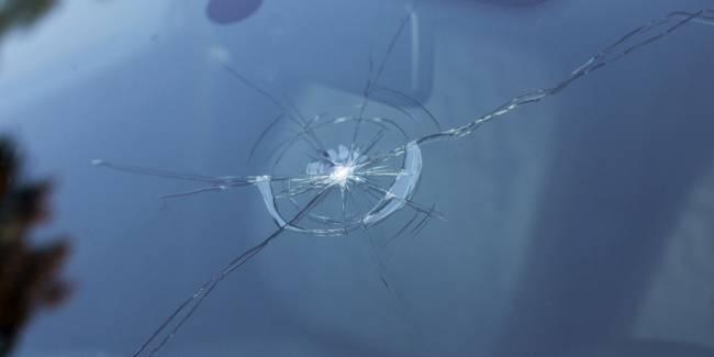 Treshhina-na-lobovom-stekle.jpg