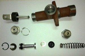 glavnyj-cilindr-sceplenija-zamena-remont-ustrojstvo-2-300x196.jpg