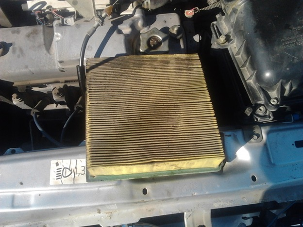 Dismantled-with-a-VAZ-2114-air-filter.jpg