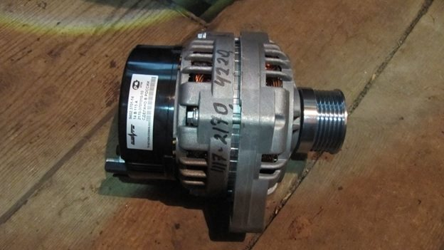 zamena-shchetok-generatora-lada-priora-s-kondicionerom-i-bez-nego3.jpg