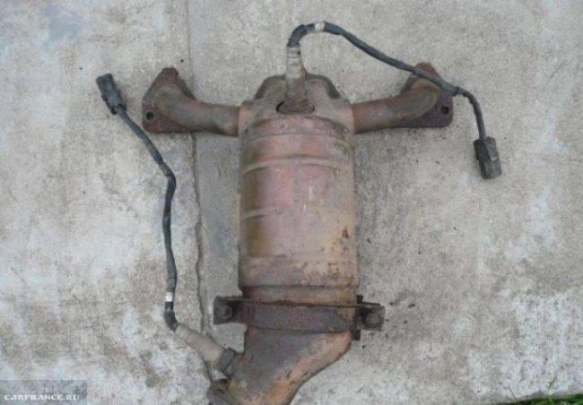 vypusknoy-kollektor-vaz-2114-650x452.jpg