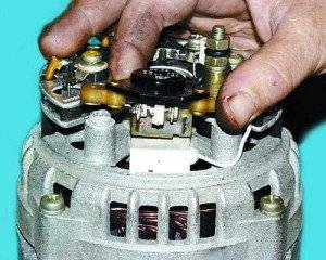 reguljator-naprjazhenija-generatora-vaz-2110-rele-2-300x240.jpg