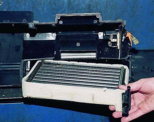 vaz2109-zamena-radiatora-pechki-1.jpg