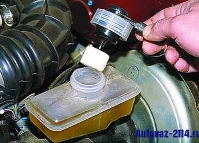 Выбор и замена тормозной жидкости на ваз 2114