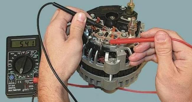 Proverka-generatora-vaz-2112-multimetrom.jpg