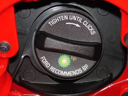 1366975512_06-stang-gas-cap-002.jpg
