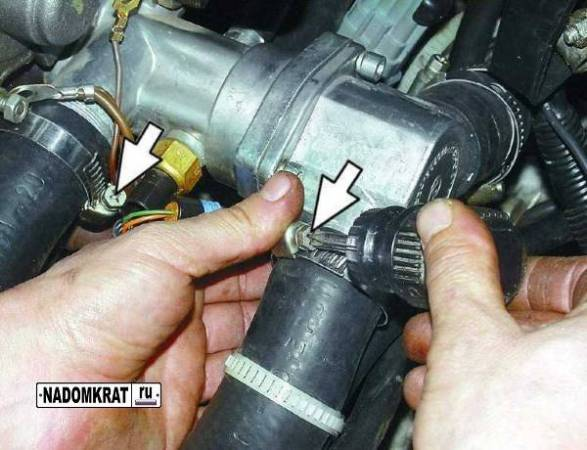 snyatiye-termostata-vaz-2114.jpg