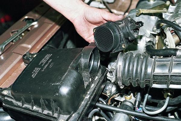 datchik-massovogo-rashoda-vozduha-DMRV-Lada-2110-e1459015009967.jpg