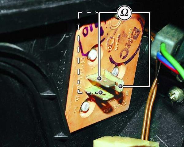 vaz-2110-zamena-ventilyatora-otopitelya-600x479.jpg