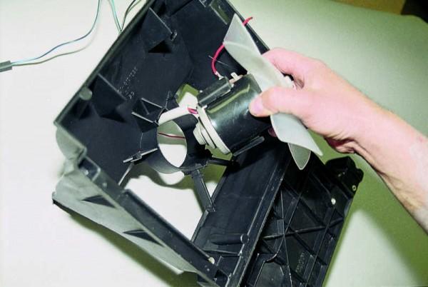 zamena-ventilyator-otopitelya-vaz-2110-600x402.jpg