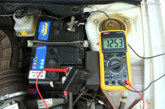 proverka-napryazheniya-na-akkumulyatore-e1577522020700.jpg
