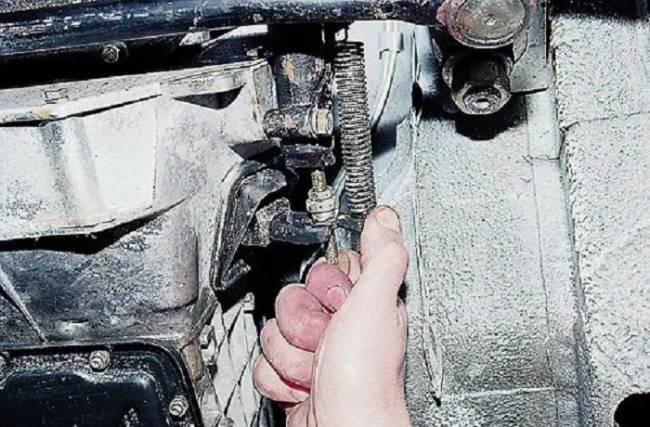 Тросик сцепления ВАЗ 2107