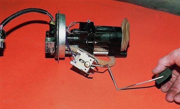 datchik-benzina-na-vaz-2109-karbyurator-inzhektor-20.jpg