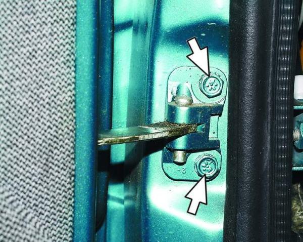 ustanovka-petli-dlya-dveri-avto-vaz-2110-600x478.jpg