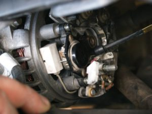 chto-delat-esli-generator-vaz-2110-vydaet-malo-zaryada-300x225.jpg