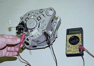 chto-delat-esli-generator-vaz-2110-vydaet-malo-zaryada1-300x211.jpg