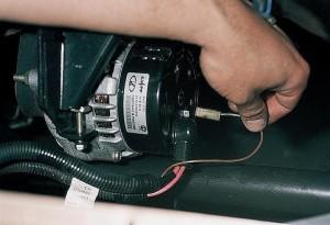 pochemu-generator-vaz-2110-ne-daet-zaryadku-akkumulyatoru-300x205.jpg