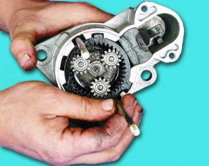 vaz-2110-starter-inzhektor-neispravnosti-remont-6-300x239.jpg