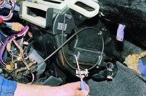 zamena-radiatora-krana-otopitelja-vaz-2115-1-300x198.jpg