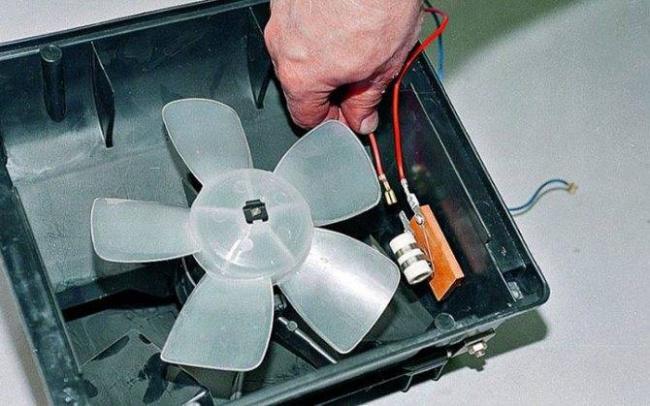 1566748085_zamena-ventilyatora-pechki-vaz-2107-svoimi-rukami-2.jpg