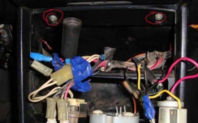 1566748225_zamena-ventilyatora-pechki-vaz-2107-svoimi-rukami-4.jpg