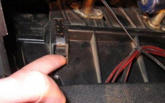 1566748256_zamena-ventilyatora-pechki-vaz-2107-svoimi-rukami-6.jpg