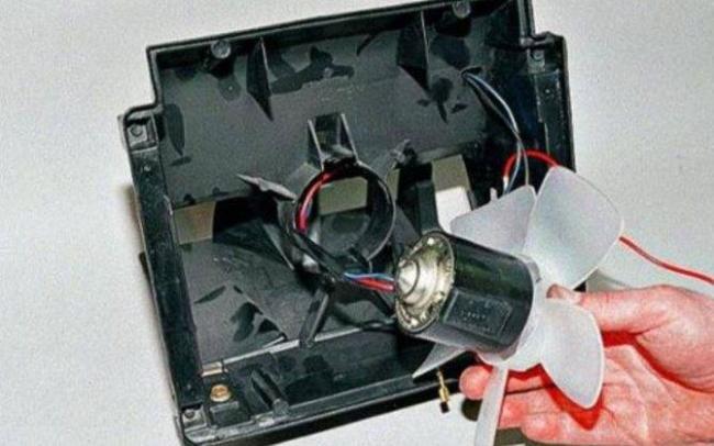 1566748279_zamena-ventilyatora-pechki-vaz-2107-svoimi-rukami-8.jpg
